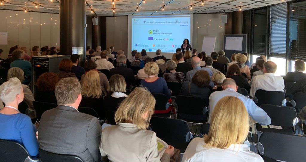 Dr. Petra Moog beim Deutschen Schulleiterkongress in Düsseldorf